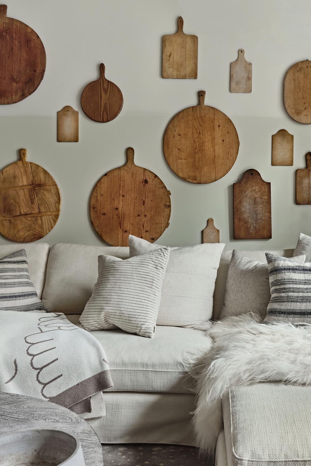 идеи стен галереи с макетами, висящими на стене