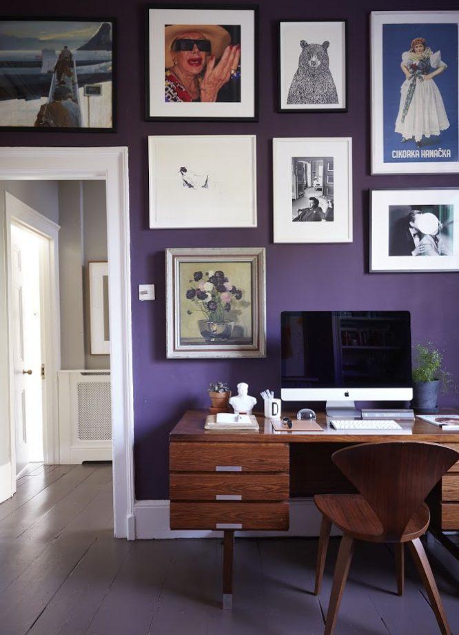 идеи стен галереи с большими принтами в рамах