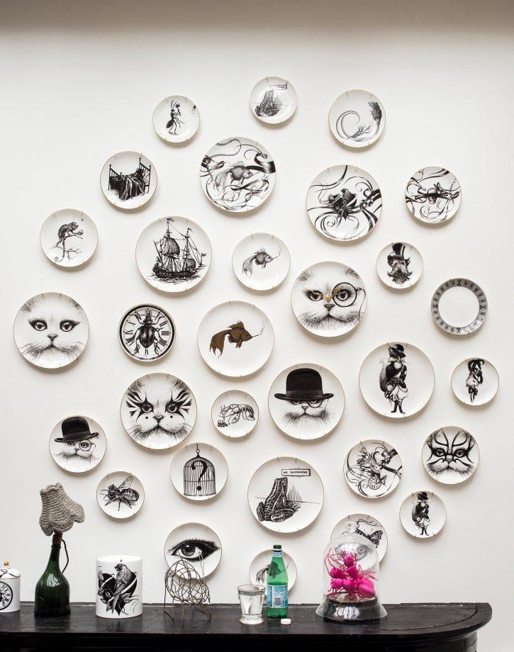 идеи стен галереи с черно-белыми иллюстрациями
