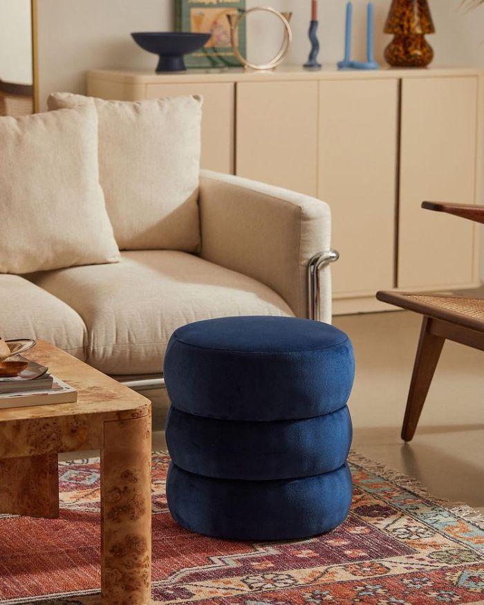 Urban Outfitters - синее кресло для отдыха